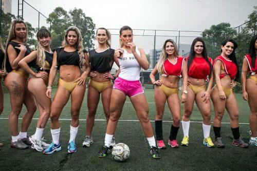Футбол играют большие попы dobrosos