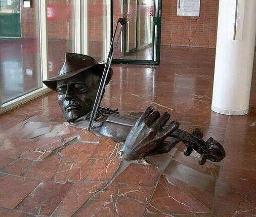 Интересные скульптуры (17 фото)