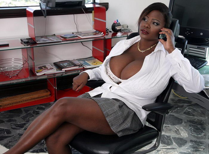 Женщины с самыми большими грудями 04