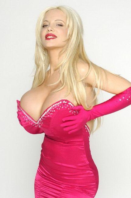 Женщины с самыми большими грудями 15