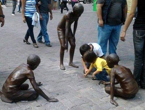 Дети и памятники 02