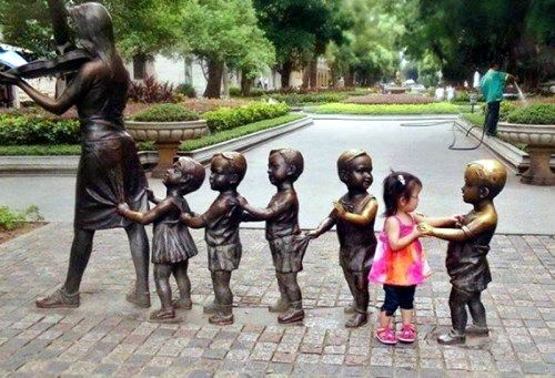 Дети и памятники 22