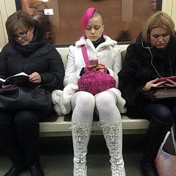 Модники в метро (35 фото)