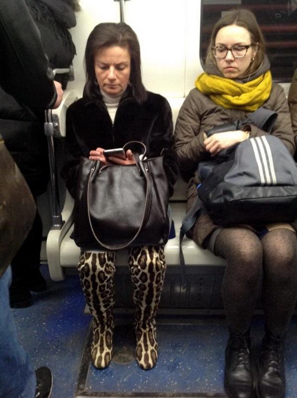 модники в метро фото