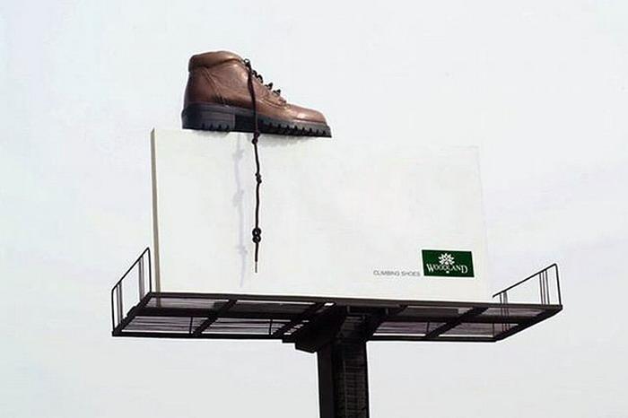 чей ботинок на щите