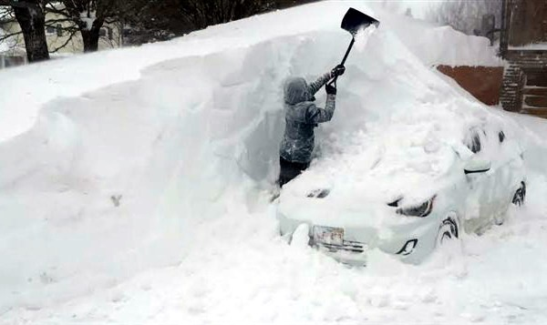 машины под снегом фото машина в сугробе