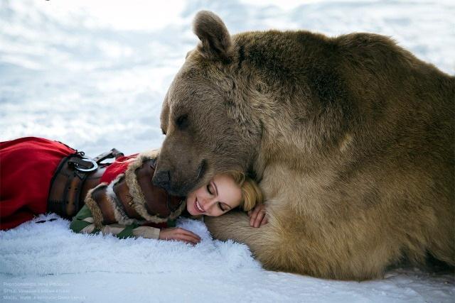 девушка и медведь фото Girl And A Bear