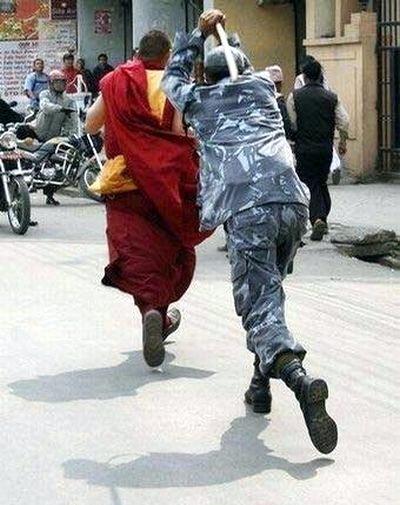 он всегда не любил монахов, полиция
