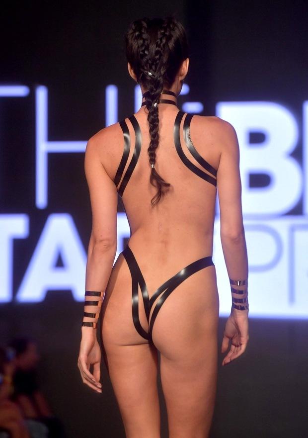Новые тенденции бикини из клейкой ленты фото width=