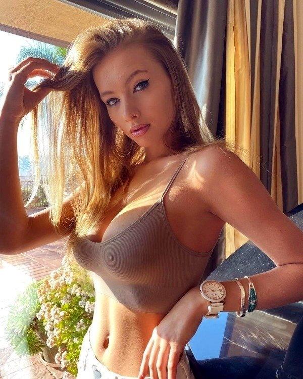 грудастые девушки Busty Girls большие груди фото